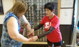 千葉県船橋市にある中国気功教室で精神統一する倉垣