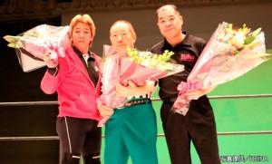 2014-12-26_REINA後楽園_レフェリー花束贈呈