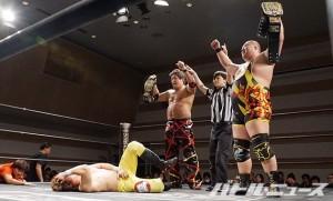 UWA世界タッグ王座を奪取した石川&柴田