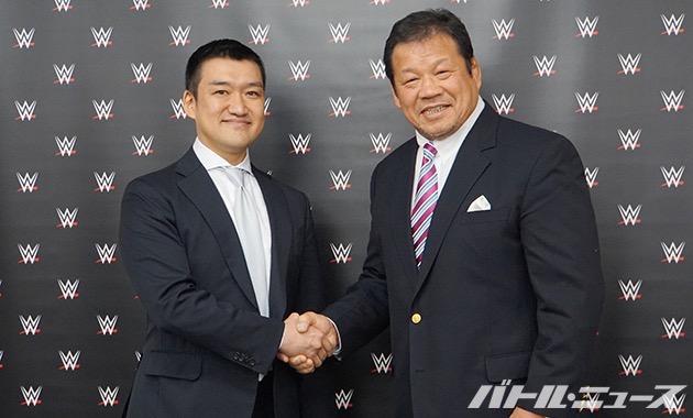 WWEジャパンの西住幹太代表(左)と藤波