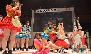 2015-4-26超プロレスリングDAY2_必死に自己アピールする仮面女子