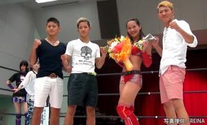 2015-7-19REINA大阪_朱里を日本キックボクシング連盟の高橋3兄弟が激励