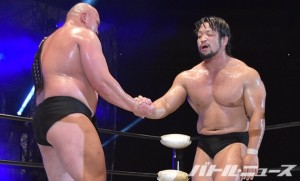 2015-7-20大日本プロレス両国_新王者・岡林と敗れた関本が握手