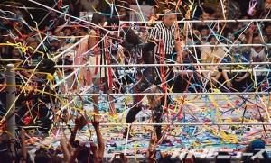 2015-7-4WWE両国_WWEのリングに紙テープが投げ込まれるのは非常にレア