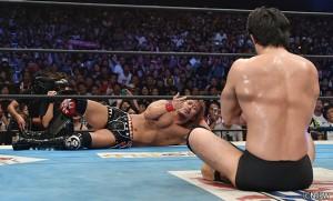 2015-8-16新日本プロレス両国_柴田と内藤が挑発合戦