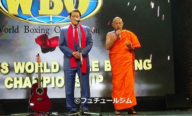 スリランカ・コロンボで行われたボクシングの大会で挨拶を行ったアントニオ猪木