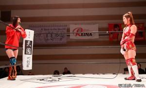 2015-12-12REINA横浜_藤本のREINA女子王座に成宮が挑戦表明