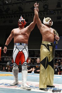 2015-12-18新日本後楽園_ライガーを破りNWA世界ジュニア王座を防衛したタイガー