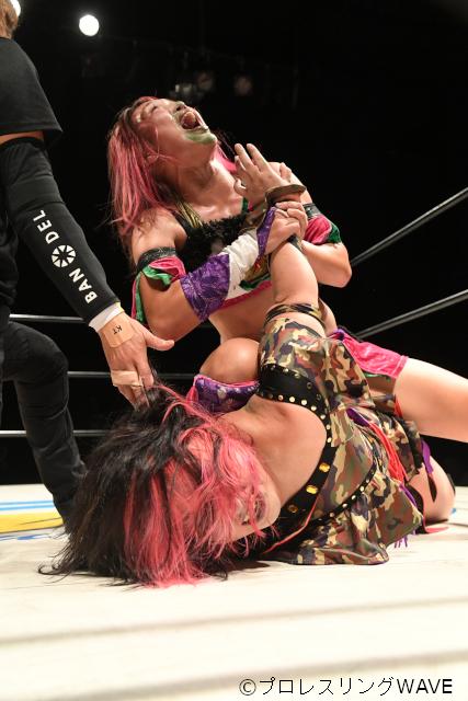 "WAVE: ""Saturday Night Fever 2019"" Takumi Iroha se aferra a su cinturón 5"
