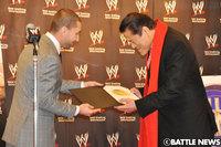 100209_WWE-Inoki-2.jpg